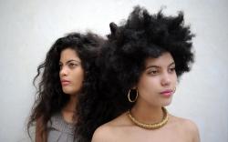 Este año descubrimos la música de las gemelas, Ibeyi, donde se mezcla la música soul, con la rumba, el hip hop… Más sonidos nuevos ancestrales… https://www.youtube.com/watch?v=pt8ORmTwmC8