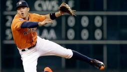 Este fue el año de Carlos Correa, campocorto de los Astro de Houston, quien en su debut fue seleccionado como novato del año por la Liga Americana. Culminó la temporada bateando .279, con 22 cuadrangulares, 68 impulsadas, 14 estafadas, 52 anotadas y una defensa estelar en 99 partidos. http://espndeportes.espn.go.com/beisbol/nota/_/id/2552725/pelotero-carlos-correa-domino-deporte-puertorriqueno-en-2015
