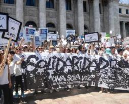Movimiento Una Sola Voz Por primera vez, se unen más de 140 organizaciones del sector social para garantizar los fondos para otorgar sus servicios a millones de personas del País. https://www.facebook.com/MovUnaSolaVoz