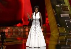 Viola Davis, primera mujer negra en ganar un Emmy en la categoría de Mejor Actriz Principal. https://www.belelu.com/2015/09/viola-davis-la-primera-mujer-negra-en-ganar-un-emmy-por-rol-dramatico/#!